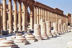 Palmyra - Csodaszép épületet pusztítottak el az iszlám fanatikusok.