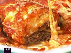 Bife à parmegiana de forno: menos gordura, pois não é frito. Pode ser sem o molho e os queijos, só a carne assada no forno. Pode ser só com o molho de tomate. Ou com o molho e a mussarela. Receita com vídeo.