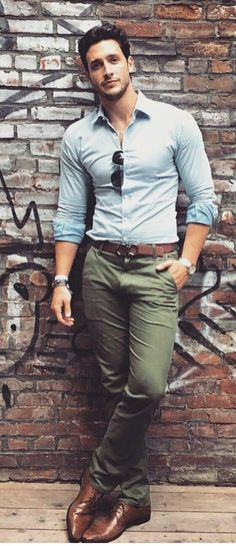 Blue button up shirt with olive pants brown shoes brown belt with sunglasses a nice business casual look for the summer The post Style Coordinators – Styling outfits for the everyday man appeared first on Woman Casual - Woman Fashion Smart Casual, Casual Looks, Men Casual, Casual Office, Office Wear, Business Casual Outfits Men, Blue Office, Office Shoes, Casual Styles