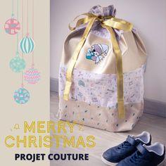 Et si cette année vous confectionniez une hotte de Noël en tissu pour placer tous les cadeaux au pied du sapin ou décorer votre intérieur à l'occasion des fêtes ? Ce tuto couture est gratuit. Diy Couture, Drawstring Backpack, Diaper Bag, Merry Christmas, Lunch Box, Children, Genre, Occasion, Blue Prints