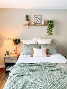 Room Ideas Bedroom, Bedroom Decor, Bedroom Inspo, Sage Green Bedroom, Cozy Room, Aesthetic Bedroom, Dream Rooms, House Rooms, Room Inspiration