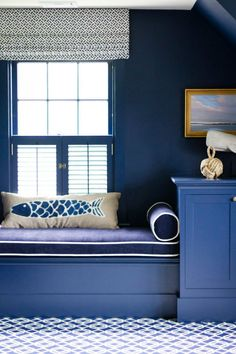 Dining and Living Room shows you how to decorate your living room with the Spring 2017 color trends from Pantone. Contemporary Furniture, Luxury Furniture, Pantone Azul, Bleu Cobalt, Interior Columns, Interior Design Portfolios, Dream Decor, Colorful Interiors, Colorful Rooms