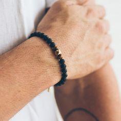 pulseira-masculina-em-bola-de-lava-vulcanica-blahnik-preta-key-design