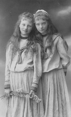 Marie Gabriele and Elisabeth of Urach. Look like twins! Vintage Children Photos, Vintage Girls, Vintage Images, Vintage Black, Antique Photos, Vintage Photographs, Old Pictures, Old Photos, Belle Epoque