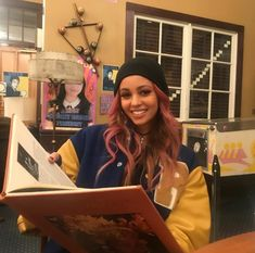 Discovered by QueenM. Find images and videos about riverdale and vanessa morgan on We Heart It - the app to get lost in what you love. Riverdale Cheryl, Riverdale Cw, Riverdale Memes, Vanessa Morgan, Betty Cooper, Archie Comics, The Cw, Divas, Lgbt