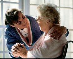 Senado regulamenta profissão de cuidador de idoso