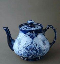♥ ~ ♥ Blue and White ♥ ~ ♥ Macintyre Moorcroft Florian Ware teapot . flow blue and white art nouveau floral design, c. Vintage China, Vintage Tea, Jugendstil Design, Blue And White China, Flow Blue China, Love Blue, Teapots And Cups, My Cup Of Tea, Delft
