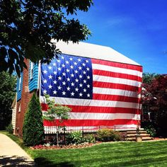 This weekend our nation is marking 240 years of independence from Great Britain. For many of us, that means decorating with patriotic bunting, adding some red, white… I Love America, God Bless America, Jesus Pictures, Jesus Pics, American Flag Pictures, Donald Trump Family, Patriotic Bunting, Cool Photos, Beautiful Pictures