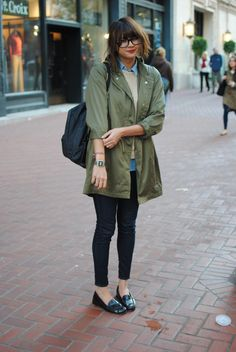 love the black oxfords and the greentrench and the layerssss gah i would wear this