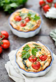 Mini quiche with spinach and goat cheese - Mini quiche with spinach and goat cheese. A delicious 1 person quiche that is too tasty to share! Healthy Sweet Snacks, Healthy Appetizers, Eating Fast, Clean Eating Snacks, Snacks Under 100 Calories, Snacks Sains, Tapas, High Tea, Gourmet Recipes