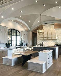 Gorgeous kitchen inspiration… . By @mrcurtiselmy #lovefordesigns#homedecor #homedesign#restorationhardware#interiordecor#luxury#newhome#lighting#homeinspo#living#designideas#interiors#decor#homeinspo#instadesign#hogar#casa#interiorinspo#staging#realestate#homesweethome#kitchenideas