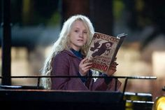 J'adore Luna Lovegood! je trouve qu'elle aurait fait une super petite amie pour Harry Potter.