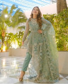 Fancy Dress Design, Stylish Dress Designs, Designs For Dresses, Pakistani Wedding Outfits, Wedding Dresses For Girls, Pakistani Bridal, Bridal Dresses, Formal Dresses, Beautiful Pakistani Dresses