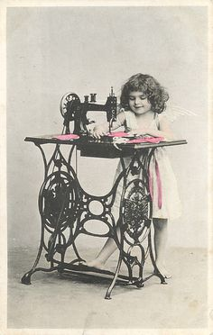 learning to sew on Oma's Pfaff push pedal sewing machine Images Vintage, Vintage Pictures, Vintage Photographs, Vintage Cards, Vintage Postcards, Sewing Art, Love Sewing, Sewing Crafts, Treadle Sewing Machines