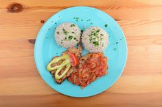 Lecsós sertésszelet barnarizzsel | Clean Eating Magyarország Clean Eating, Eggs, Chicken, Meat, Breakfast, Recipes, Food, Red Peppers, Morning Coffee