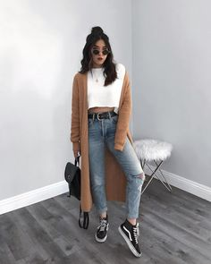 STYLECASTER ripped jeans ripped jeans outfit fall outfit fall fashion falls style How to Wear Ripped Jeans Street Style Inspiration How To Make Ripped Jeans, Ripped Jeans Look, Ripped Jeans Outfit, Denim Pants, Casual Jeans, Jeans Style, Black Pants Outfit Dressy, Women's Casual, Teen Fashion Outfits