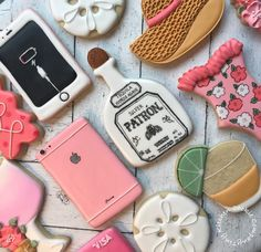 "Tiny Kitchen Cookie Company's Instagram post: ""Obsessed with this favorite things set! So many fun techniques. 😍 . . . #wetonwetcookies #iphonecookies #iphonecharger #patroncookies…"" Tequila Agave, Cookie Company, Iphone Charger, Favorite Things, Cookies, Instagram Posts, Kitchen, Desserts, Fun"