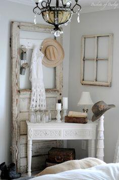 Porta e janela antigas, charme no quarto...