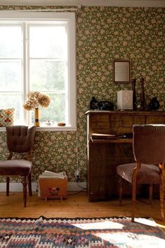Fine Little Day, floral wallpaper, writing desk, flowers, rug Scandinavian Home, Of Wallpaper, Designer Wallpaper, Vintage Decor, Vintage Room, Country Decor, Country Chic, Cheap Home Decor, Home Interior Design