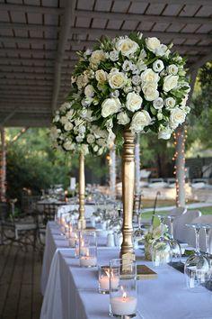 Μοιραζόμαστε σήμερα μαζί σας τη διακoσμηση ενός γάμου με vintage glamour ύφος που συνδυάζει νέα και μοντέρνα στοιχεία με πιο...see more » Vintage Glamour Wedding, Glamorous Wedding, Wedding Table, Wedding Reception, Wedding Ideas, Elegant Centerpieces, August 8, Wedding Decorations, Table Decorations