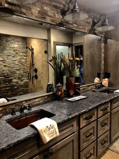 Home Remodeling Rustic Bathroom Remodeling Ideas - Check out the best Bathroom remodelling Ideas which are easy to do and shall be perfect for your Bathroom decor. Rustic Bathroom Designs, Rustic Bathrooms, Dream Bathrooms, Beautiful Bathrooms, Rustic Kitchen Design, Log Cabin Bathrooms, Rustic Bathroom Shower, Western Bathrooms, Modern Kitchens