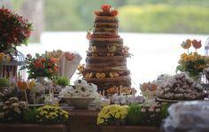 Passarinhos em feltro decorando festa de casamento.