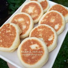 Image may contain: food Indonesian Desserts, Asian Desserts, Indonesian Food, Indonesian Recipes, Snack Recipes, Dessert Recipes, Cooking Recipes, Snacks, Cooking Tips