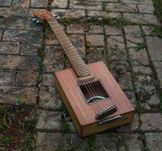 Raulo Guitars cigar box