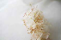 Peigne Céline Blanche vraies fleurs stabilisées : Accessoires coiffure par asami-fleur
