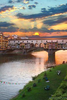 Ponte Vecchio, Florence, Italy One of my favorite places Cinque Terre, Italy Vacation, Italy Travel, Places To Travel, Places To See, Couple Travel, Ville France, Visit Italy, Beautiful Places