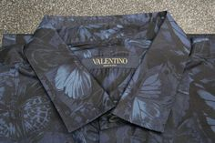 Mens un-worn designer blue butterfly shirt by Valentino 15 1/2 Collar