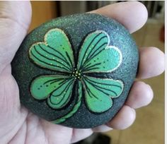 Check out these awesome Easy and Fun St Patricks Day Crafts for Kids to Make - Painted Rock Art. You can buy all the art supplies you need at your local dollar store for these awesome art projects Clover Painting, Pebble Painting, Dot Painting, Pebble Art, Stone Painting, Desserts Valentinstag, St Patricks Day Crafts For Kids, St Patrick's Day Crafts, Ideas