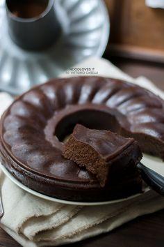 Chocolate and chestnuts cake. Soft and yummy, perfect with a coffe!  The recipe on http://noodloves.it/castagnaccio-morbido-cacao-kaki/    Castagnaccio