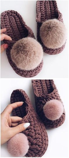 crochet flip flop slippers free crochet pattern # crochet crafts for beginners projects AT HOME FLIP-FLOPS (Free Tutorial) Tongs Crochet, Crochet Crafts, Crochet Projects, Knitting Projects, Sewing Patterns Free, Crochet Patterns, Crochet Sock Pattern Free, Free Pattern, Crochet Baby