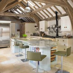 Looking for family kitchen design ideas? Choose your family kitchen from our inspirational photo gallery of functional family design kitchen ideas Bespoke Kitchens, Luxury Kitchens, Home Kitchens, Dream Kitchens, Country Kitchens, Family Kitchen, New Kitchen, Kitchen Dining, Kitchen Ideas