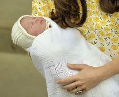 Charlotte Elizabeth Diana Princess of Cambridge. Prince William and Kate Middleton Reveal Their Baby Girl Outside the Lindo Wing - ABC News Princesa Charlotte, Princesa Diana, Duchess Kate, Duke And Duchess, Duchess Of Cambridge, Prince William Et Kate, Kate Middleton Prince William, Prince Charles, Baby Princess