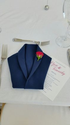 Take the tuxedo fold and add the wow factor with a small rosette/rosebud  on the lapel. #johnsonwedding9.18.14.  What a great look on the head table