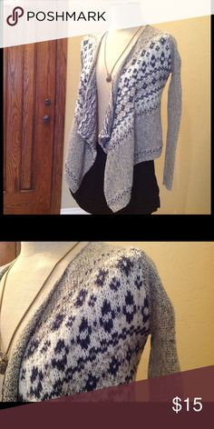 Abercrombie cardigans Super cute lightweight cardigan is in good condition no visible stains Abercrombie & Fitch Sweaters Cardigans
