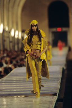 Christian Dior Fall 1999 Couture Fashion Show - Raica Oliveira
