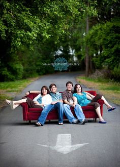 would love something like this for a family photo... but w/o the arrow. lol ill get the photographer to photoshop it out. ;)
