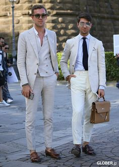 White on white is hard to pull off but these guys have Mens Fashion Suits, Mens Suits, Costume Blanc, Fashion Souls, Off White Mens, Basic Wear, Men's Wardrobe, Summer Fashion Outfits, Suit And Tie