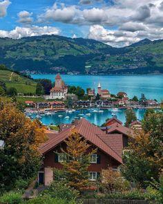 """576 kedvelés, 5 hozzászólás – amazing world (@outhereworld) Instagram-hozzászólása: """"Finding fairytales in Switzerland. Spot this town on the shore of Lake Thun 🌀(📷: @golden_heart) 🌵 .…"""""""