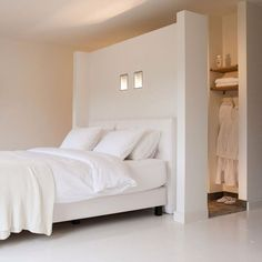 Schlafzimmer walk-in-closet-behind-bed Taking Care Your House Plants During Winter Many people d Closet Bedroom, Master Bedroom, Bedroom Decor, Bedroom Small, Bedroom Bed, Light Bedroom, White Bedrooms, Bed In Closet, Bedroom Ideas