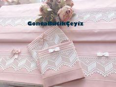 """1,019 Beğenme, 59 Yorum - Instagram'da Gonca Butik Çeyiz (@gonca_butikceyiz): """"Yalova'dan dantellerini gönderen Necla Hanım'ın gelinleri için siparişleri❤️Mutlulukla kullansın…"""" Filet Crochet, Knit Crochet, Textiles, Home Textile, Elsa, Pillow Covers, Diy And Crafts, Decorative Boxes, Gift Wrapping"""