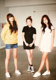 Girls' Generation Sooyoung, Hyoyeon & Yuri - Photobook SNSD in Tokyo Sooyoung Snsd, Kim Hyoyeon, S Girls, Kpop Girls, Celebrity Photos, Celebrity Style, Kwon Yuri, Instyle Magazine, Cosmopolitan Magazine
