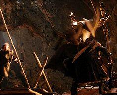 Thorin grabs Fili   GIF