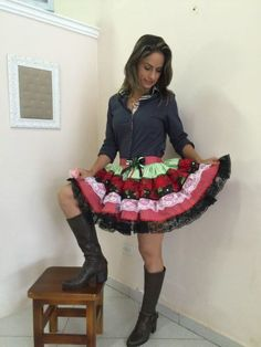 Para que você entre completamente no clima, é legal apostar em roupas femininas para festa junina que realmente te deixem bem. E o legal é acompanhar o est