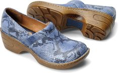 abcca8062 Born Womens Toby in Blue Snake Suede