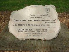 Voormalig  Kamp Westerbork - Drente. De Jeruzalemsteen is gehouwen uit de streek bij Jeruzalem, en in 1993 onthuld door president Chaim Herzog van Israël. Foto: G.J. Koppenaal, 10/5/2016.