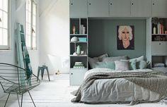 Kasten boven het bed voor extra bergruimte (beddengoed, zomer/winter kleding, etc)